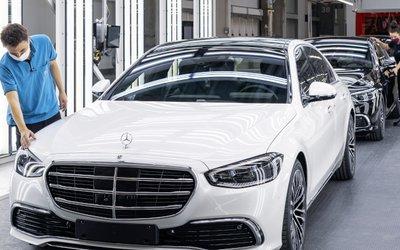 Mercedes presenta la sua nuova industria