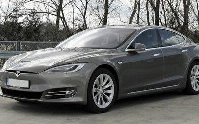 Tesla consegna le vetture direttamente a ...